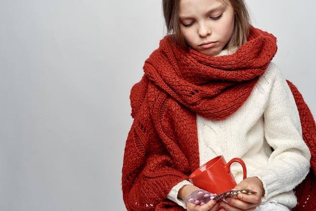 風邪をひいた少女がインフルエンザにかかった。