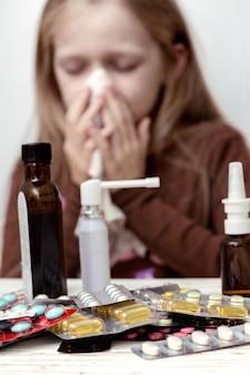Девушка с платком и таблетками на переднем плане