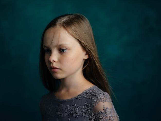 파란 머리 우울증 감정 슬픈 표정을 가진 소녀