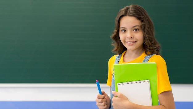 Девушка с книгами в классе