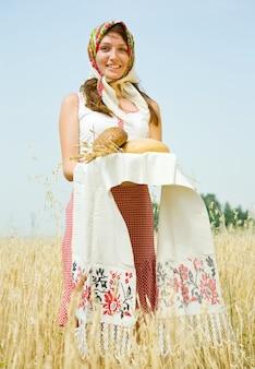 필드에서 빵과 소녀