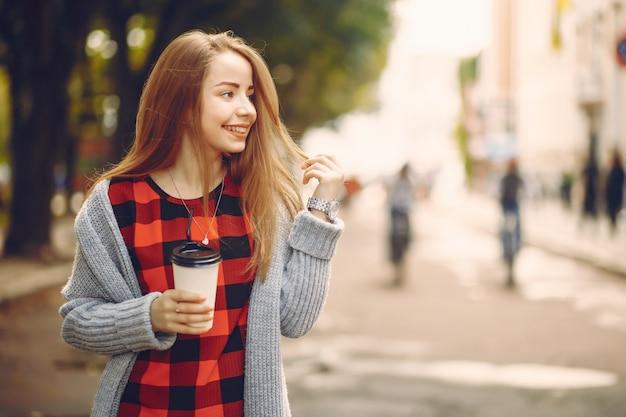 コーヒーを飲んだ女の子