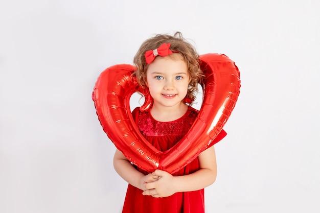 心を持つ少女、大きな風船の心を持っている美しい少女