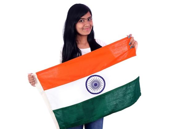 Девушка с индийским флагом или триколором на белом