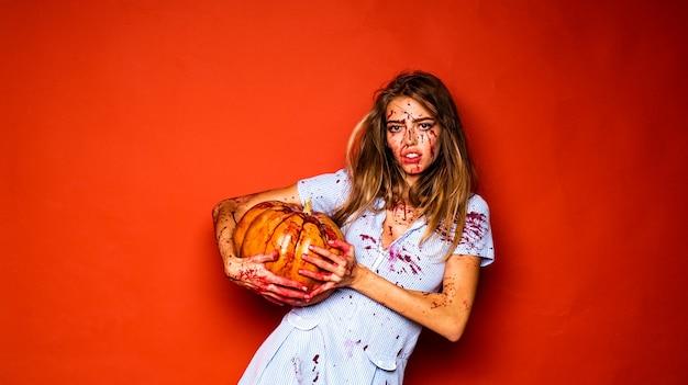 Девушка с тыквой, кровожадность, кровавый хэллоуин, сумасшедшая девушка и счастливого хэллоуина