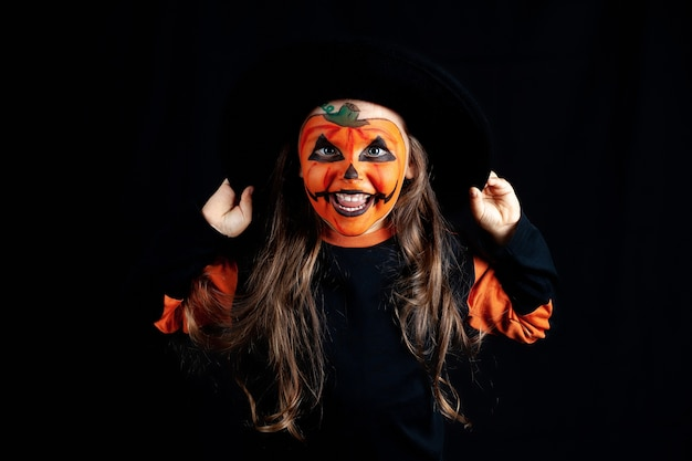 Девушка с макияжем из тыквы