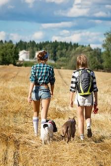 Девочки и собаки