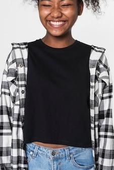 Canotta nera da ragazza con camicia di flanella abbigliamento giovanile con spazio di design