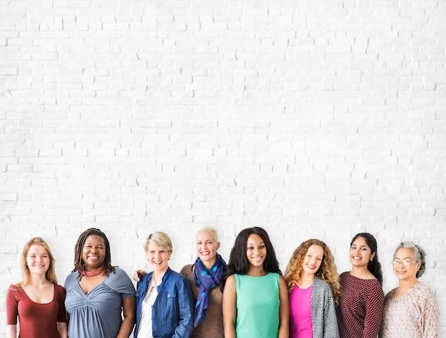 女の子の友情の共生コミュニティのコピースペースのコンセプト
