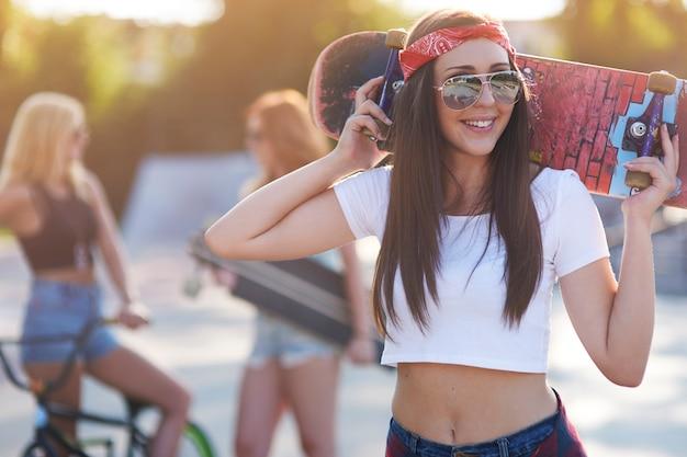 Skatepark에서 재미 여자