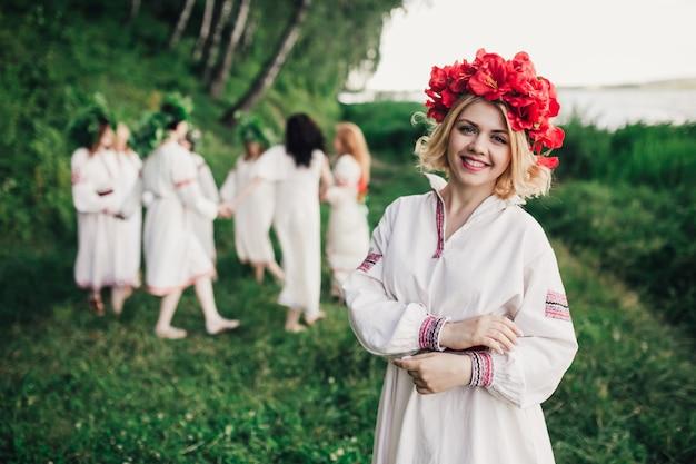 Девушки в традиционной украинской одежде