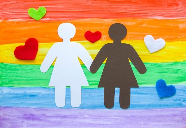 虹に対する紙の女の子lgbt