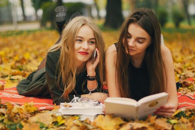 Ragazze in un parco