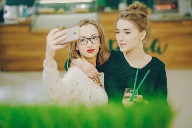 カクテルと女の子