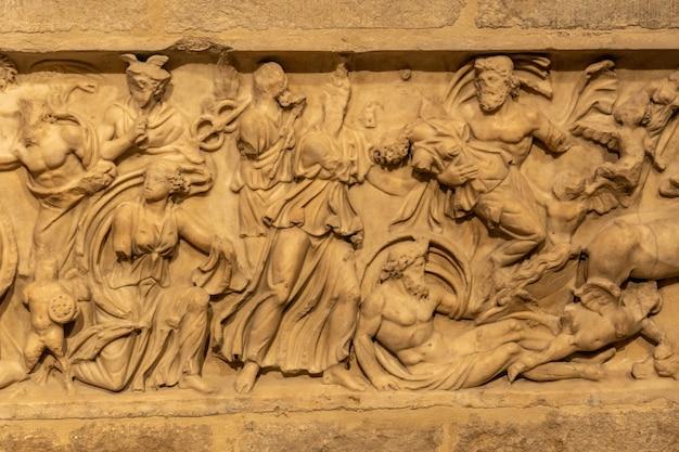 ジローナの中世都市、地中海のカタルーニャのコスタブラバ、サンフェリックス大聖堂内の彫刻。スペイン