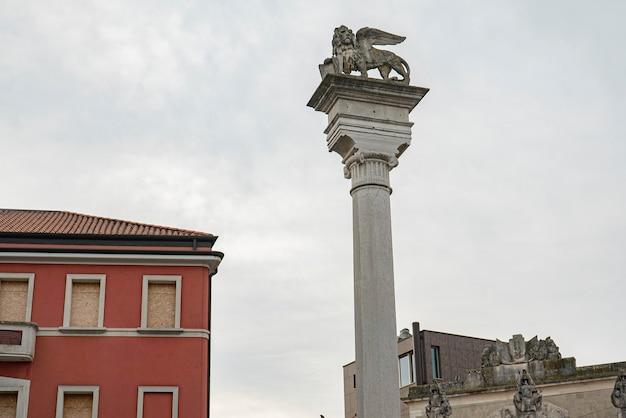 Rovigo의 주세페 가리발디 광장(giuseppe garibaldi square) 역사적인 이탈리아 cityv