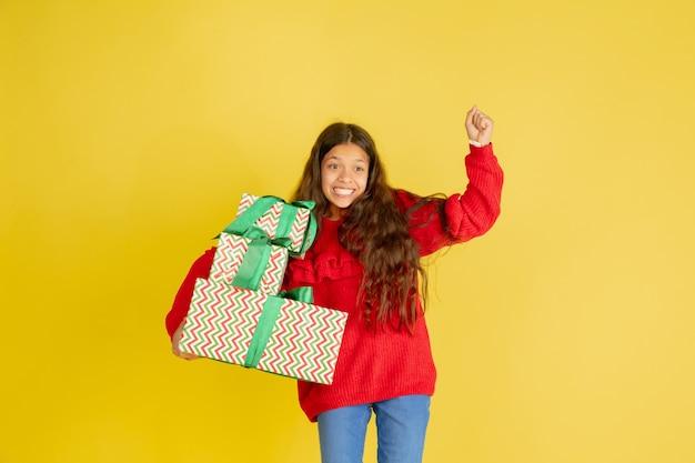 クリスマス休暇にプレゼントを贈ったり受け取ったりする