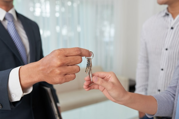 Giving keys to apartment owner
