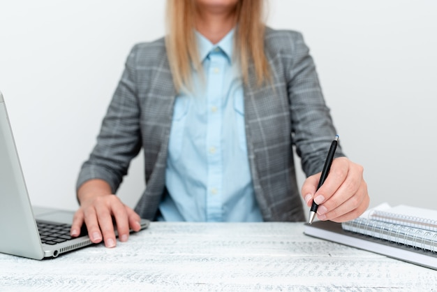 新入社員の紹介、ビジネスポリシーの説明、コンピュータープレゼンテーションのアイデア、リモートオフィスワーク、オンライン接続グローバル接続