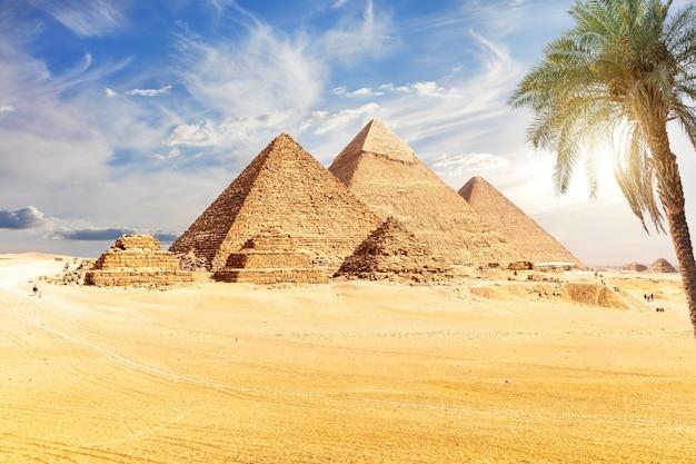 ギザのピラミッドのメインビュー、エジプトの世界の不思議。