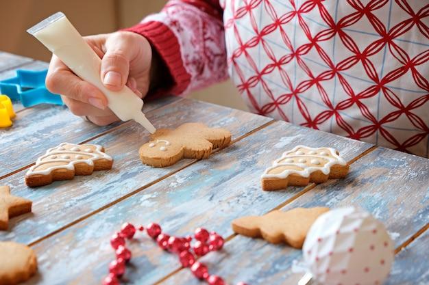 白いgl薬でクリスマスジンジャークッキーを作る