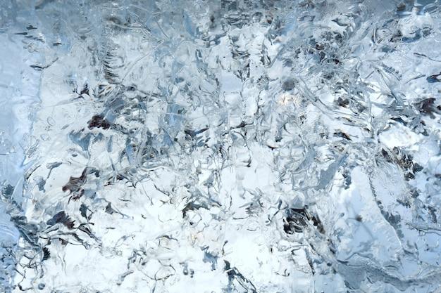 興味深い図面やパターンの氷河の透明な氷の壁。クローズアップ、背景。