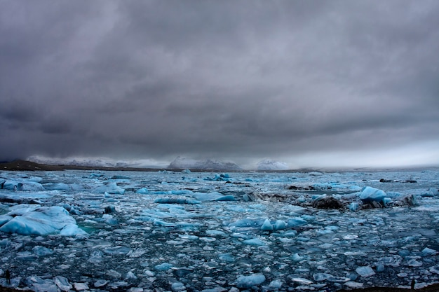 アイスランドの湖の氷河
