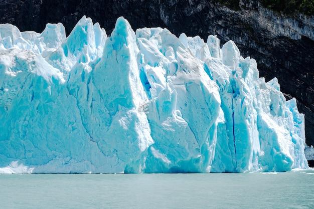아르헨티나의 빙하 spegazzini를 닫습니다.