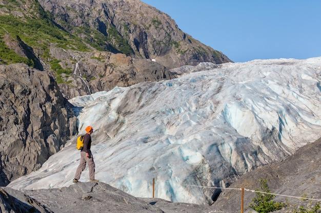 曇りのアラスカの氷河