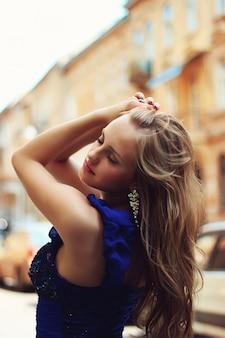 Glamor woman in the city, beautiful hair