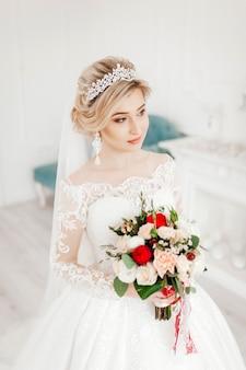 웨딩 드레스에 매력적인 신부