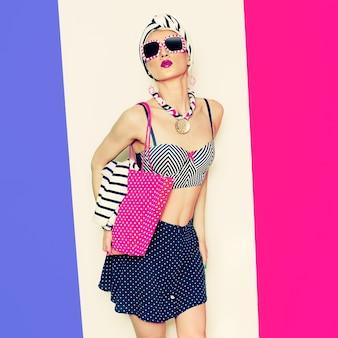 글래머 모델 여름 비치 마린 스타일