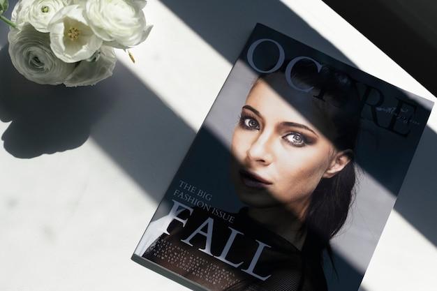 Гламурная женщина на обложке журнала