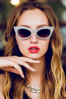 Glamour stylish blonde lady with cool retro sunglasses