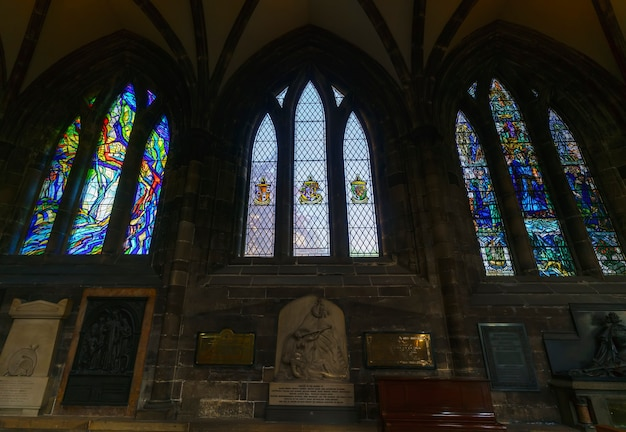 Глазго, шотландия - 15 мая 2019 г .: дизайн интерьера в соборе глазго, где находится самый старый собор на материковой части шотландии и самое старое здание в глазго