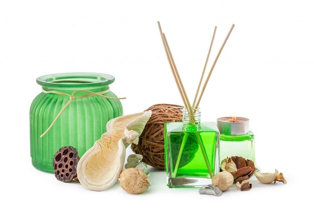 Стеклянная бутылка в комнате запах зеленого химиката