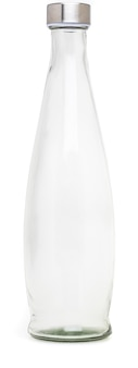 Стеклянная бутылка с металлической крышкой объемом 1 л. без этикетки и изолированные на белом фоне.