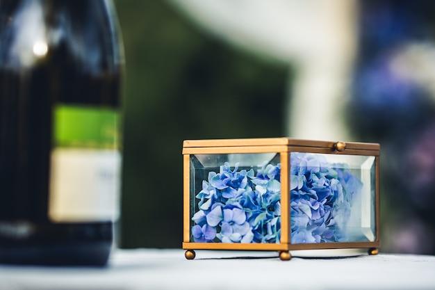 花とガラスの棺。