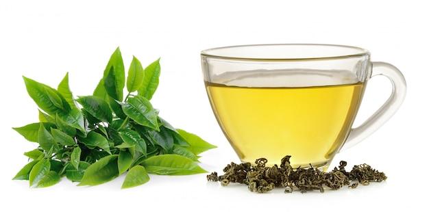 Изолированная стеклянная чашка зеленого чая