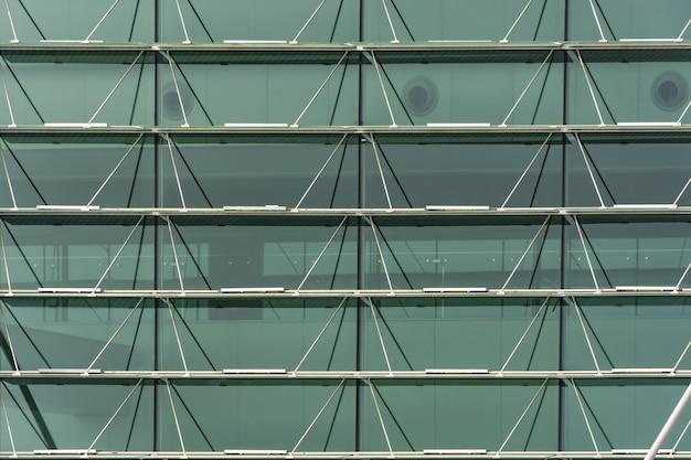 Стеклянный фасад офисного здания