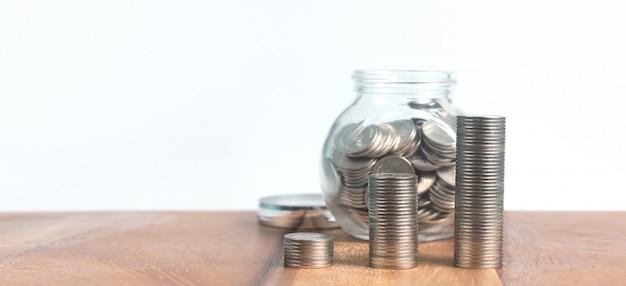 동전과 누적 된 동전의 전체 유리