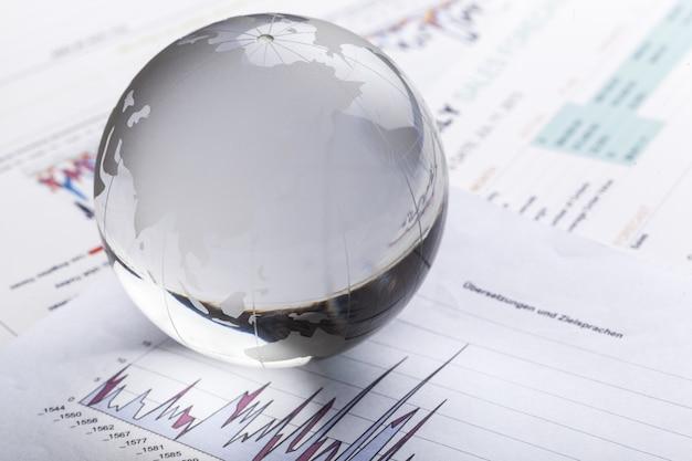 ビジネスレポートの背景にガラスグローブボール