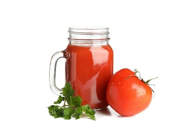 白で隔離のトマトジュースとトマトのガラス瓶