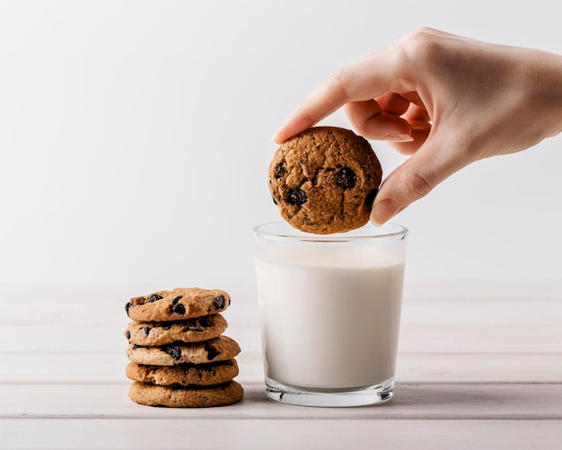 Glass of milk and chocolate cookies