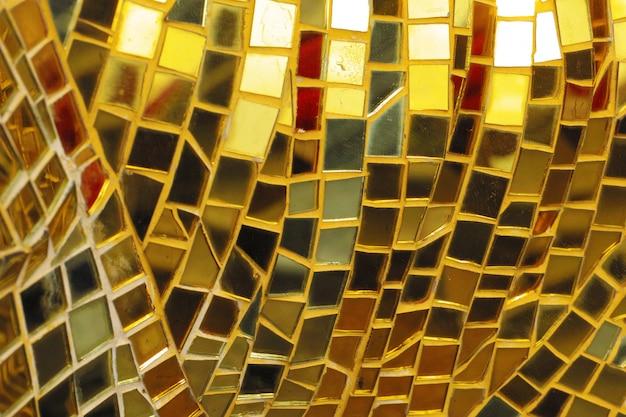 Стеклянная мозаика и абстрактная стена