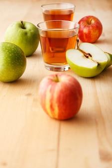 リンゴジュースのグラス