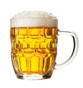 Стакан пива на белом фоне