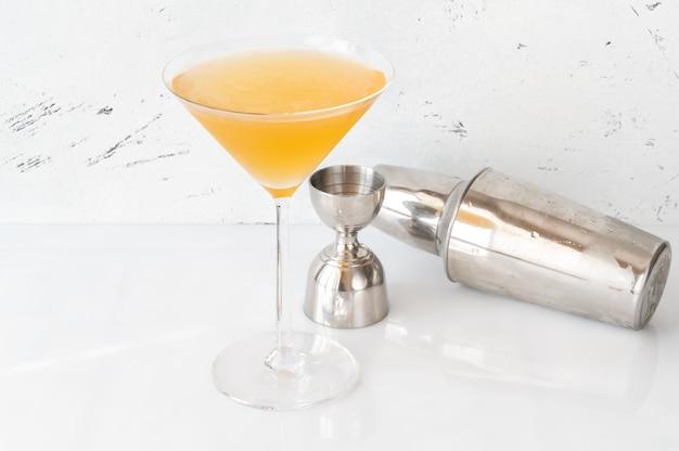 マティーニグラスのビトウィーンザシーツカクテルのグラス
