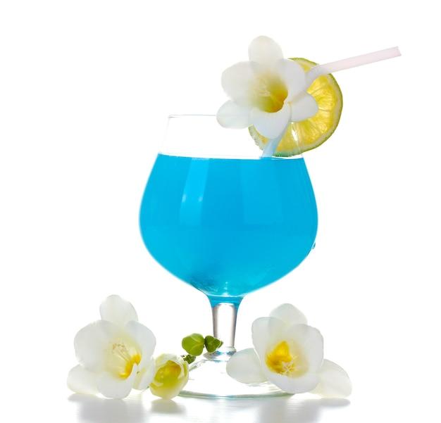 라임과 꽃 흰색 절연 블루 칵테일 잔