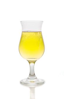 冷たいビールのグラス